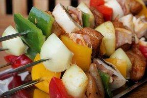 Gemüse darf beim Schaschlik Grillen nicht fehlen
