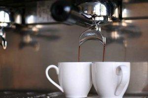Mit der richtigen Siebträgermaschine gelingt der uno caffè - Espresso
