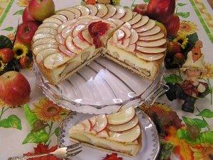 Tortenplatten gibt es in den verschiedensten Materialien z.B. Glas
