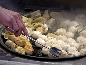 Dunstabzugshaube - ein nützlicher Helfer gegen Kochgerüche und Kochdünste
