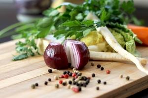 Zwiebel schneiden für die Gesundheit