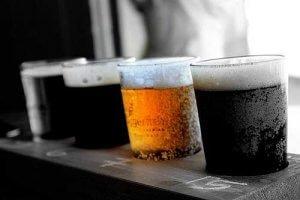 Zum Schaschlik Grillen gehören auch die richtigen Getränke - z.B. Bier