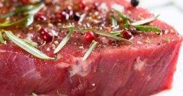 Ein Steak kann durch einen Sous Vide Garer sehr schonend lecker zubereitet werden.