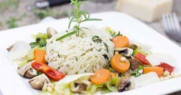 Reisgerichte können sehr vielfältig sein - einfach mal alle Reissorten durchprobieren