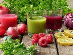 Bunte, vitaminreiche Smoothies schnell selbstgemacht